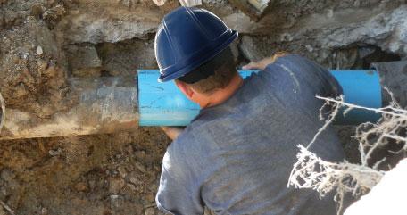 Repairing water main break